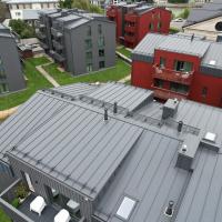 Käigusillad, lumetõkked, katuseaknad ja ventilatsiooniläbiviigud valtsplekkkatusel