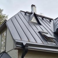 Käigusild, katuseaken, korstnamüts, käsitööna valminud vihmaveesüsteem
