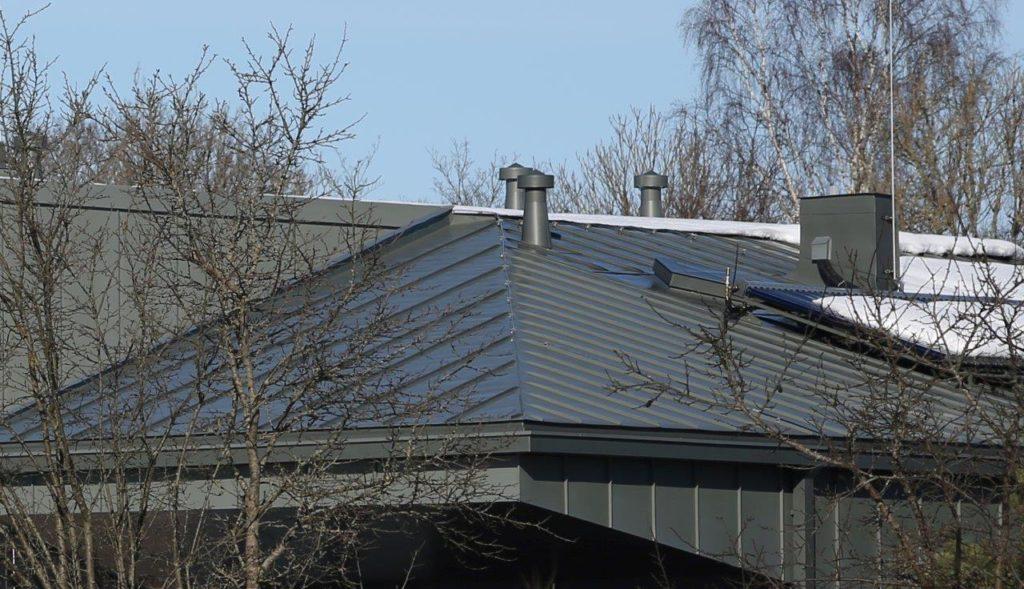 Titaantsingist katus ja fassaad. Hoone, mis võitis konkursil Aasta Katus 2015 esikoha.